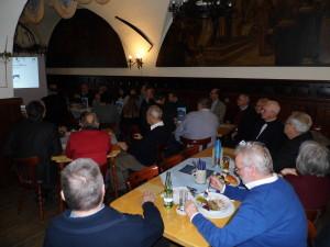 Gut gefüllt war der Klosterkeller im Mönchshof Bräuhaus anlässlich der Jahreshauptversammlung der Freunde der Plassenburg, die sich als Förder- und nicht als Forderverein verstehen und mit Geld- und Sachspenden Projekte auf und um die Burg unterstützen.