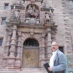 Der Vorsitzende der Freunde der Plassenburg Peter Weith lobt voller Begeisterung die Arbeit von Bayerischer Schlösserverwaltung und Staatlichem Bauamt Bayreuth, die auf die Warnungen des Vereins gehört und eines der wichtigsten Wahrzeichen Kulmbachs in einem wohl koordinierten Kraftakt gerettet hätten.